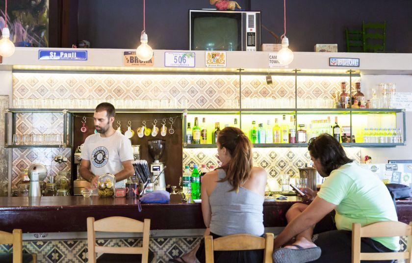 http://www.gastronomos.gr/assets/modules/wnp/articles/201703/3134/images/b_cabezon_bar_mezedopoleio_8619_1700.jpg