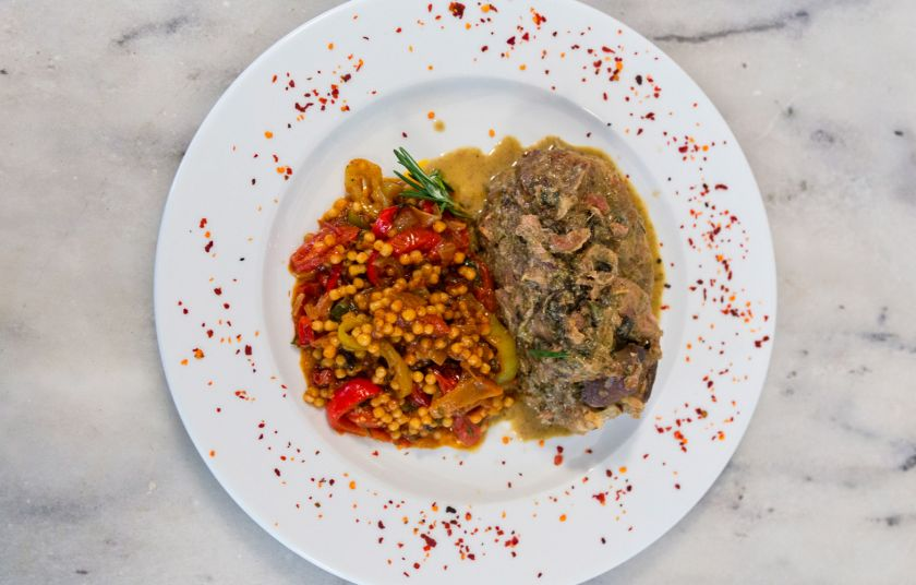Αρνάκι στη γάστρα με βότανα και κουσκούς με λαχανικά - Συνταγές ... 4f3eb9b2bac