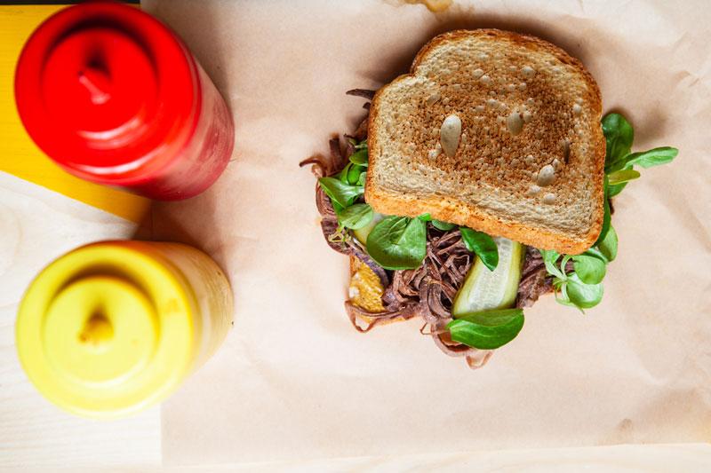 tarantino-sandwiches-amp-038-fries-to-brisket-santoyits-stin-ernestoy-emprar1